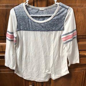 Quarter sleeve tee shirt